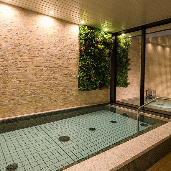 露天風呂も楽しめる大浴場